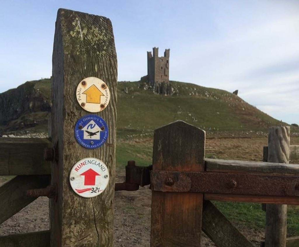 3-2-1_way_marker_at_Dunstanburgh_Castle.JPG