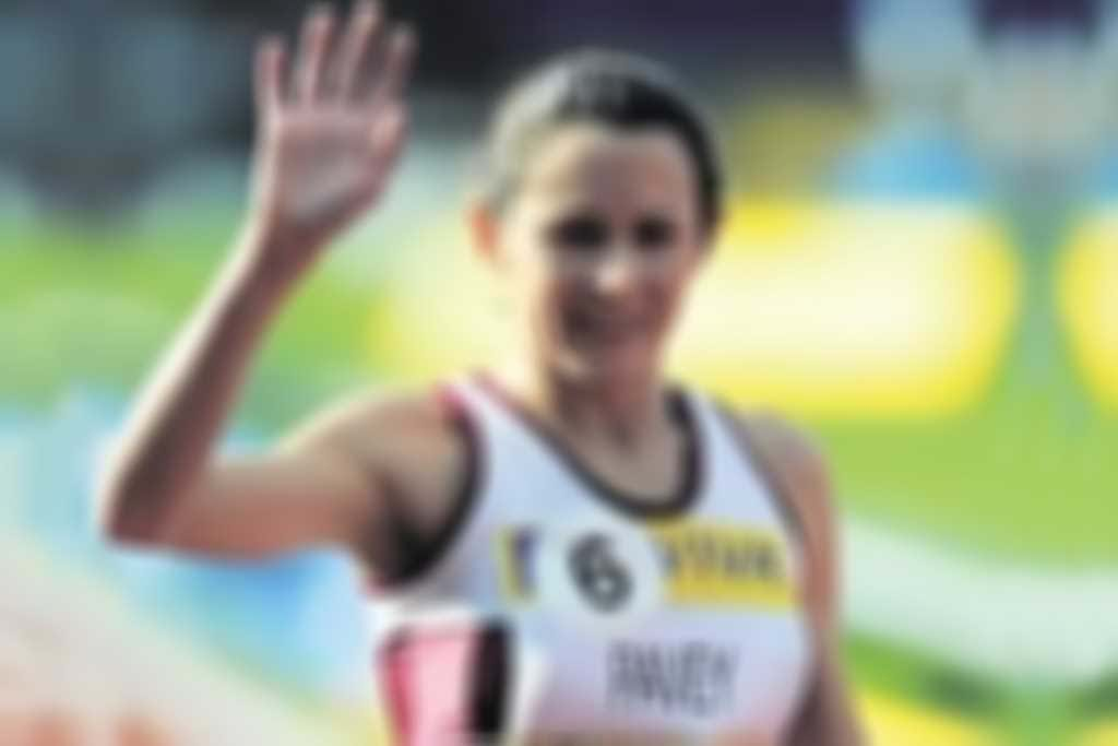 jo_pavey_waving-300.jpg blurred out