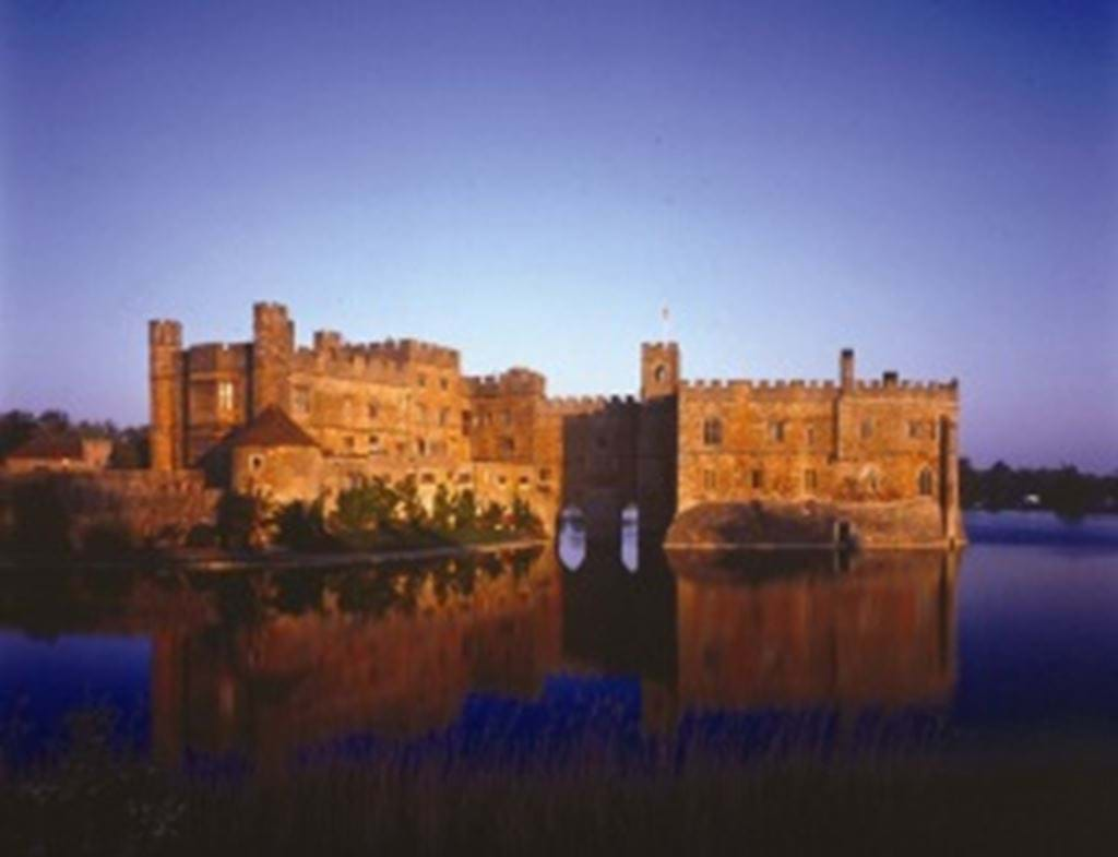 Sunset_Leeds_Castle_Museums_at_Night.jpg