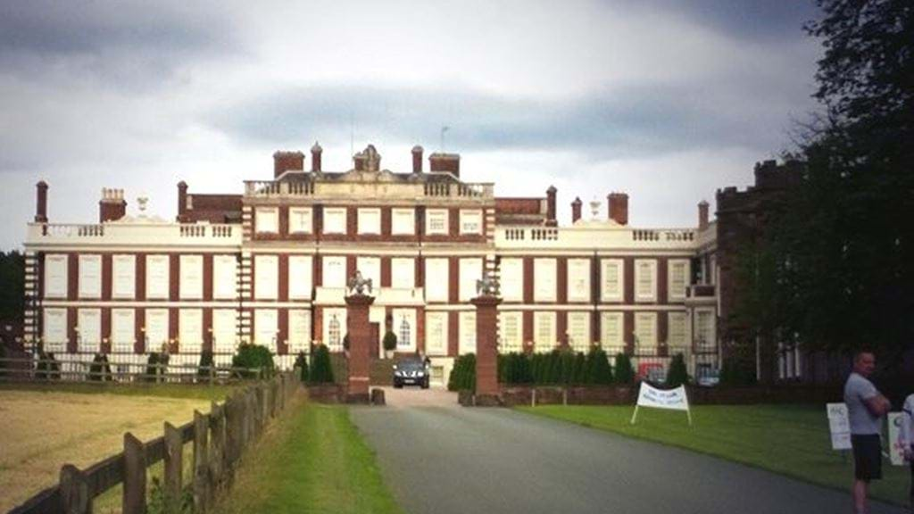 Knowsley_Hall300.jpg